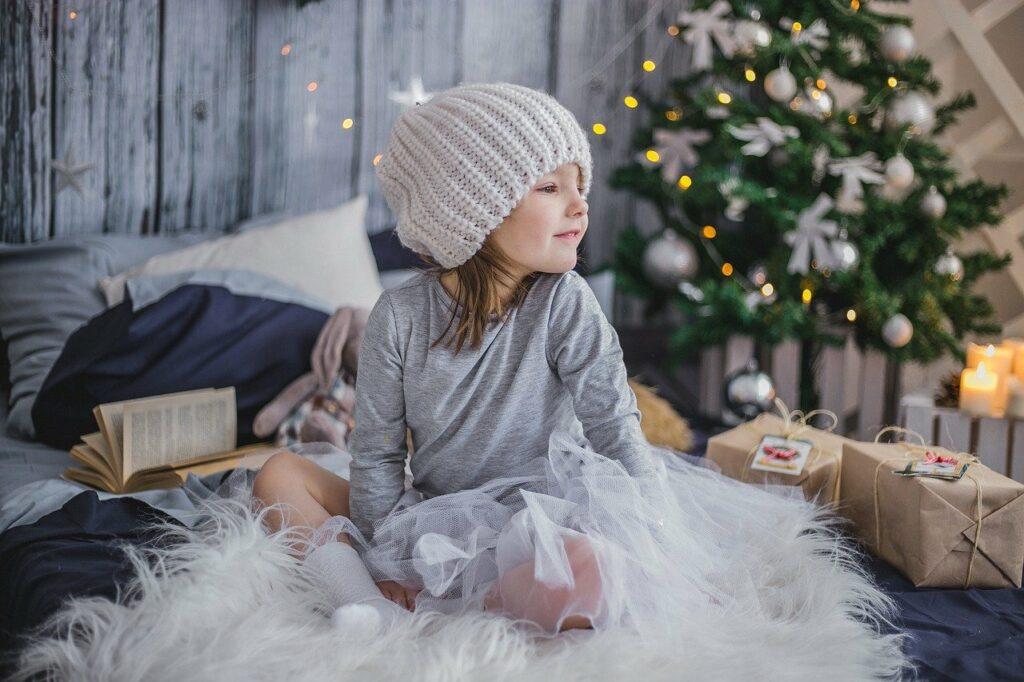 photo-fille-noel-cadeau-personnalise-sur-mesure-enfant-en-liberty-creation-fait-main-homemade-gustavesophie